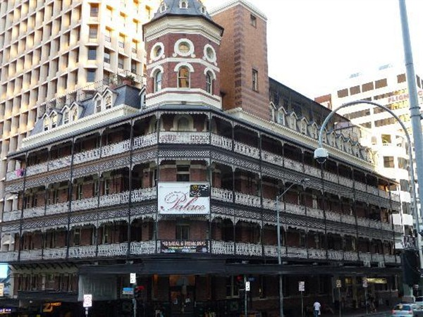 Base Brisbane Backpackers Central - Victoria Tourism