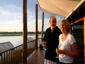 Jabiru Safari Lodge at Mareeba Wetlands - Victoria Tourism