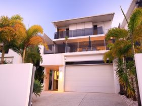 Alex Beach House - Victoria Tourism