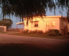 Fairview Bed and Breakfast Cottage - Victoria Tourism