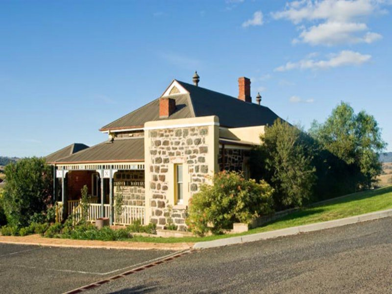 Hermitage Hill Resort - Victoria Tourism