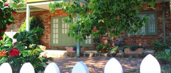 Kalamunda Carriages and Three Gums Cottage - Victoria Tourism