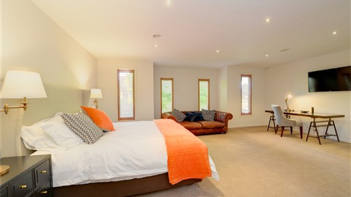 Newington Lake House - Victoria Tourism