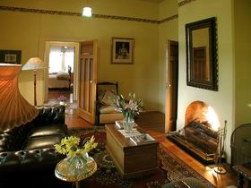 Buxton Manor - Garden and Loft Apartment - Victoria Tourism