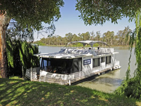 Boats and Bedzzz - The Murray Dream self-contained moored Houseboat - Victoria Tourism