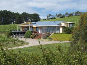 The Blue Grape Vineyard Accommodation - Victoria Tourism