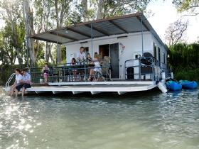 The Murray Dream Self Contained Moored Houseboat - Victoria Tourism