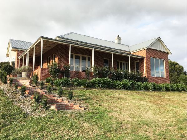 Shearer's Hill - Luxury Farm Stay - Victoria Tourism