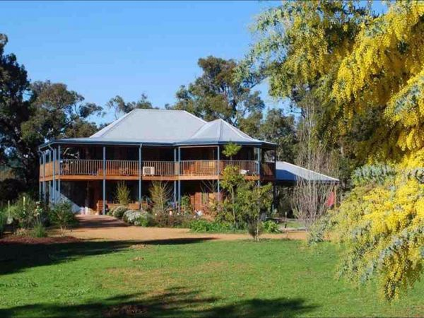 Riverwood Retreat - Victoria Tourism