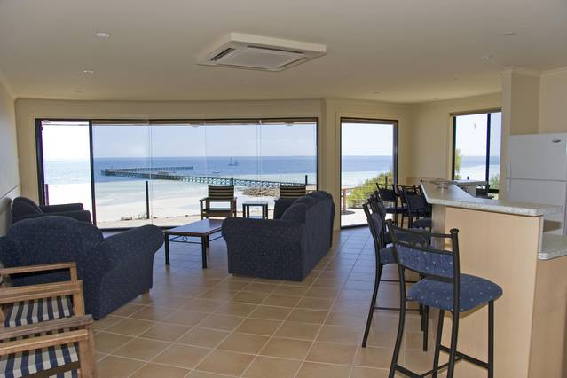 Cliff House Beachfront Villas - Victoria Tourism