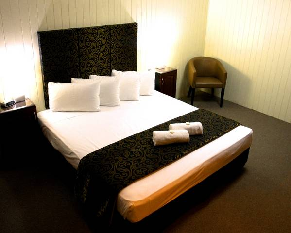 Country Plaza Motor Inn - Victoria Tourism