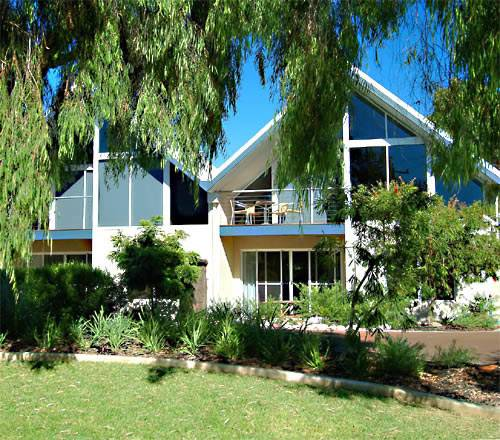 White Sands Holiday Villas - Victoria Tourism