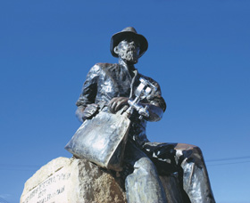 Paddy Hannans Statue - Victoria Tourism