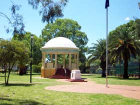Kingaroy Memorial Park - Victoria Tourism