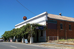 Red Hill Hotel - Victoria Tourism