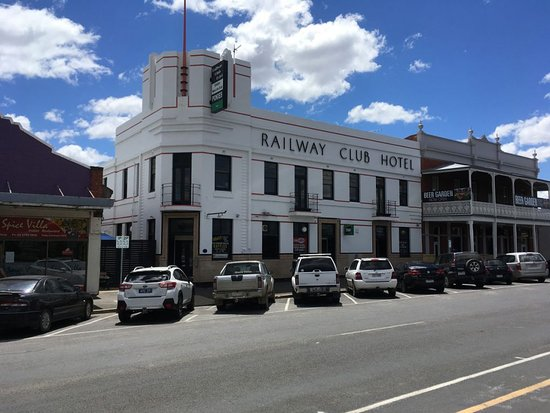 Railway Club Hotel - Victoria Tourism