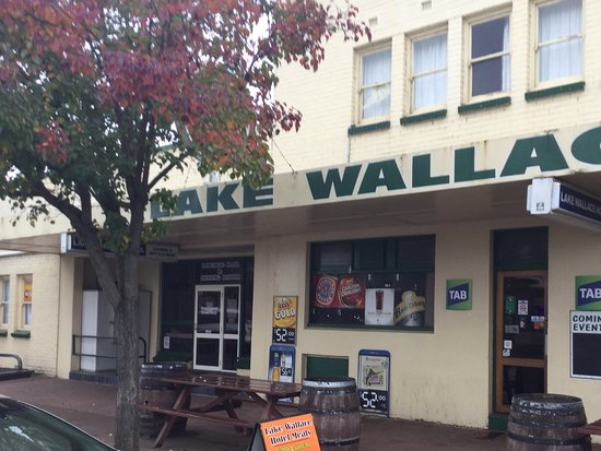 Lake Wallace Hotel - Victoria Tourism