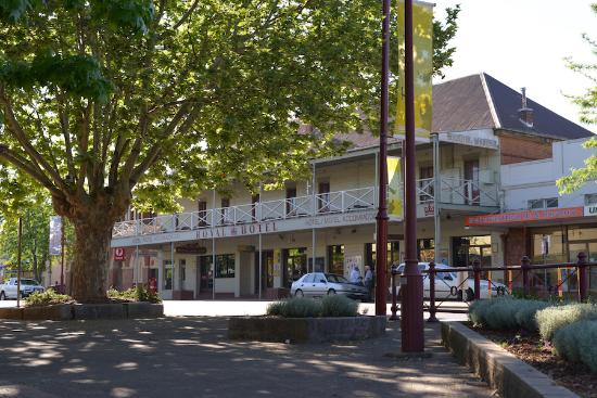 Royal Hotel Restaurant - Victoria Tourism