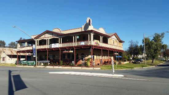 The Royal Hotel - Victoria Tourism