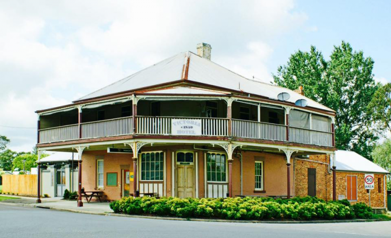 The Victoria Hotel Hinton - Victoria Tourism