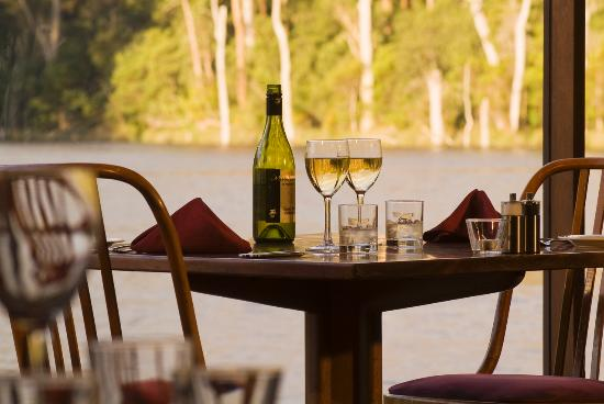 Lakeside Restaurant - Victoria Tourism