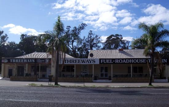 Threeways Roadhouse  Tavern - Victoria Tourism