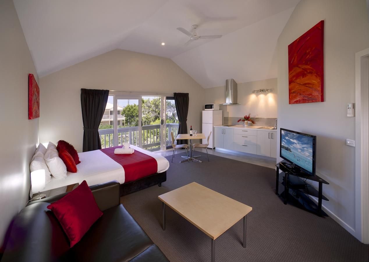 Boathouse Resort Studios And Suites - Victoria Tourism