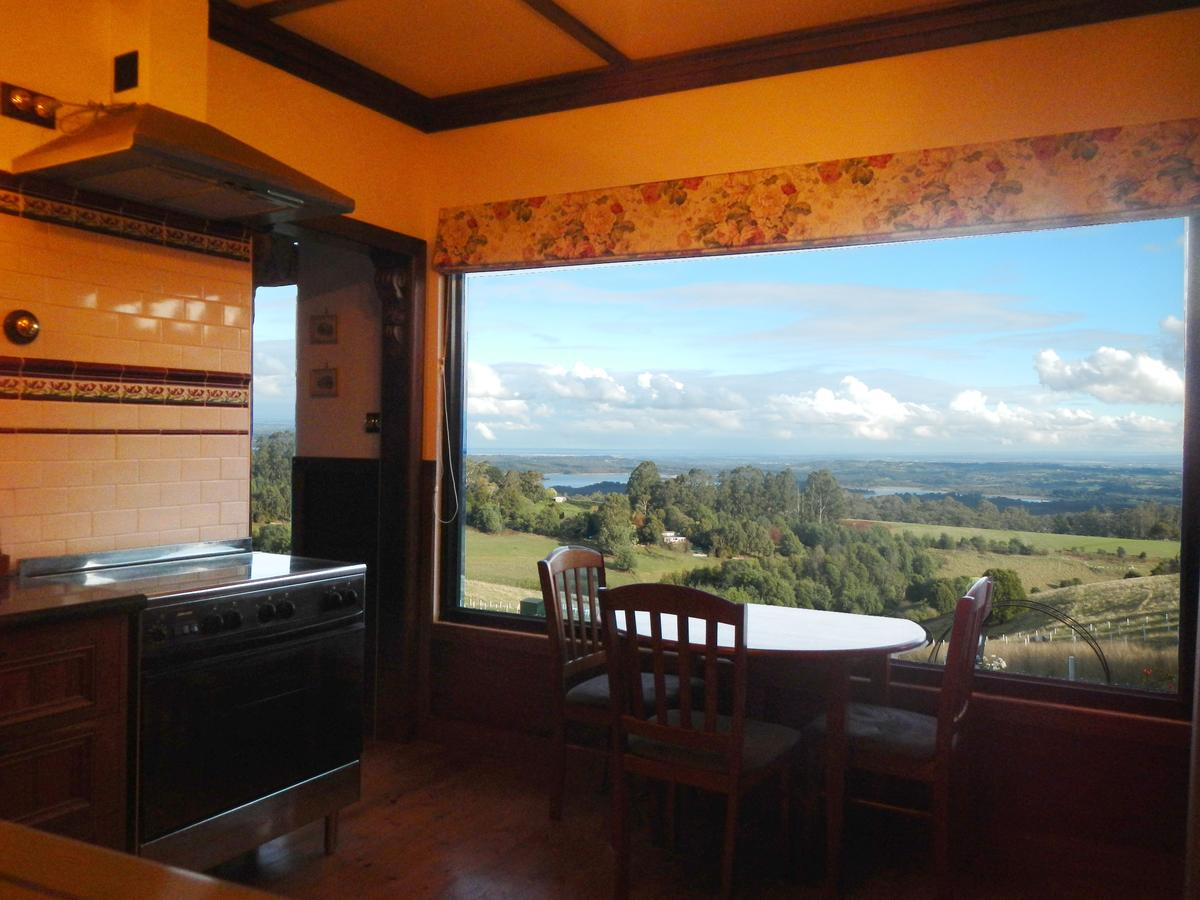 A Cottage with a View at Tudor Ridge - Victoria Tourism